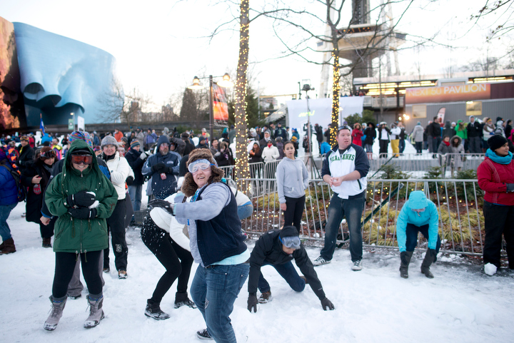 The snowball fight began a few minutes before 5 p.m. with no official recognition or start signal. Photo by Daniel Berman/www.bermanphotos.com